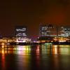 虹色に輝く街