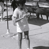 動物園で餌やり/SONNAR150mm T-MAX100