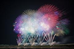 長岡花火 8/3 超大型スターマイン「安心と安全に満ちた未来のために」