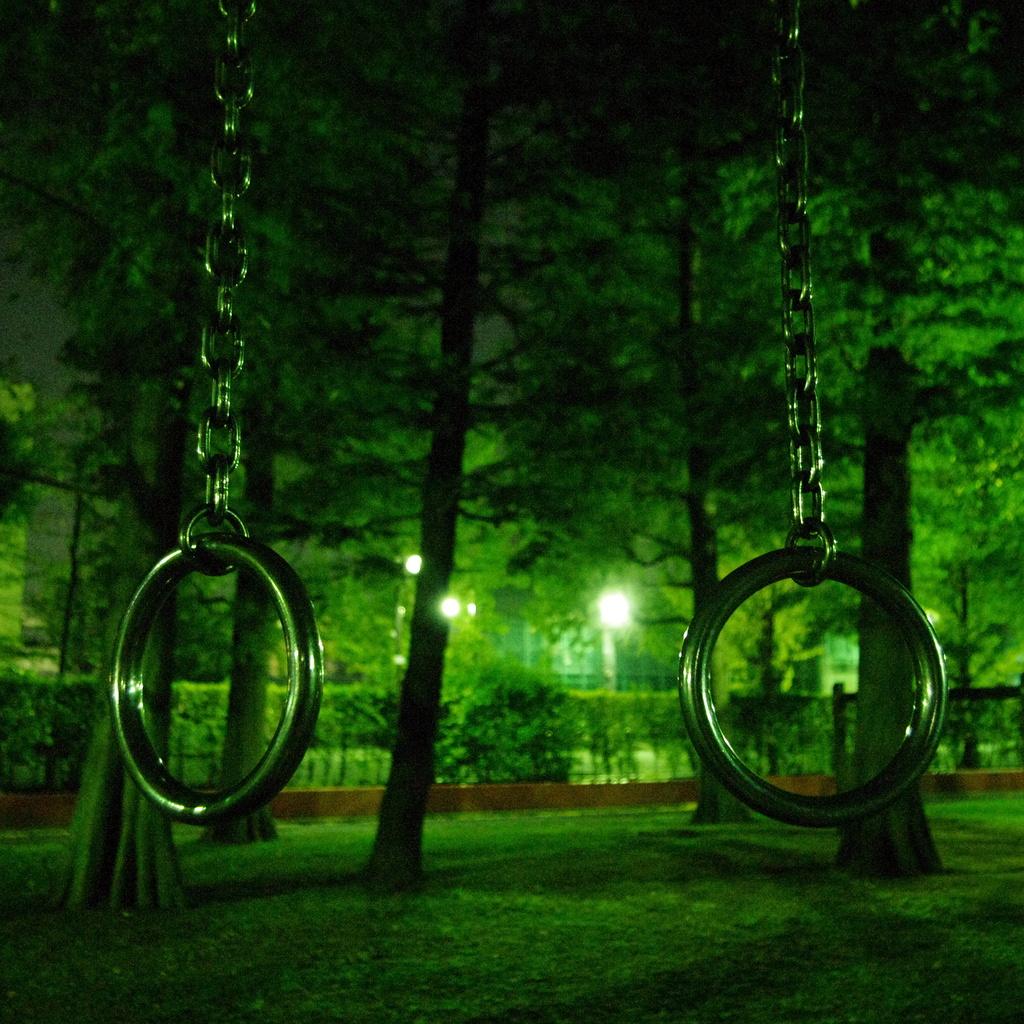 夜の吊り輪
