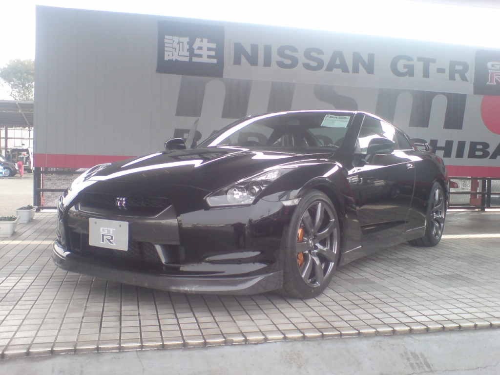 GT-R斜め前