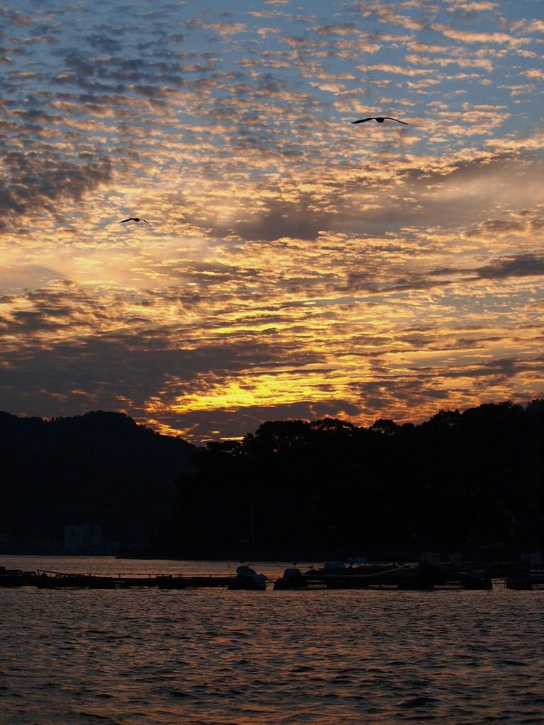 内浦の夜明け 4