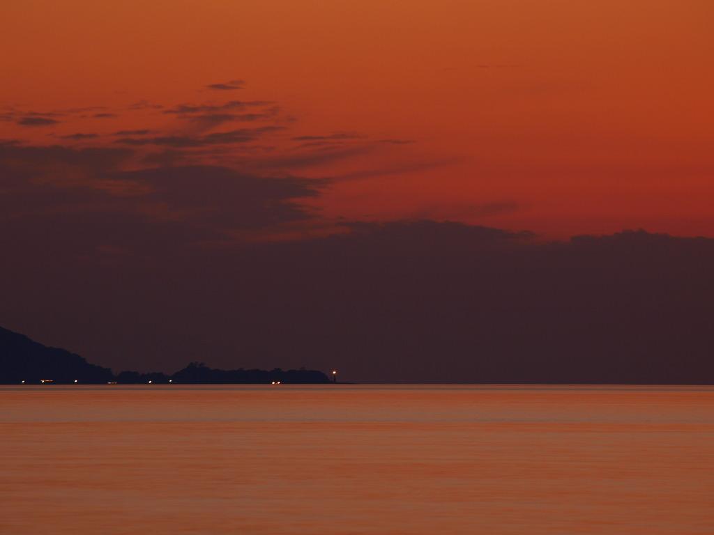 岬と夕焼け