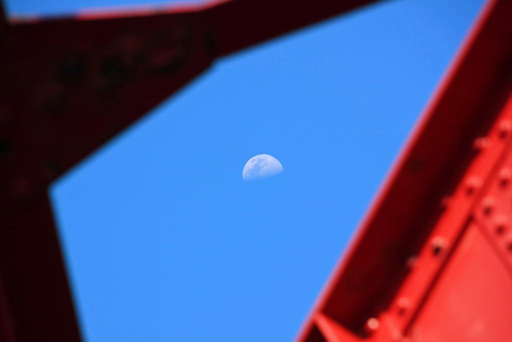 赤橋梁の月