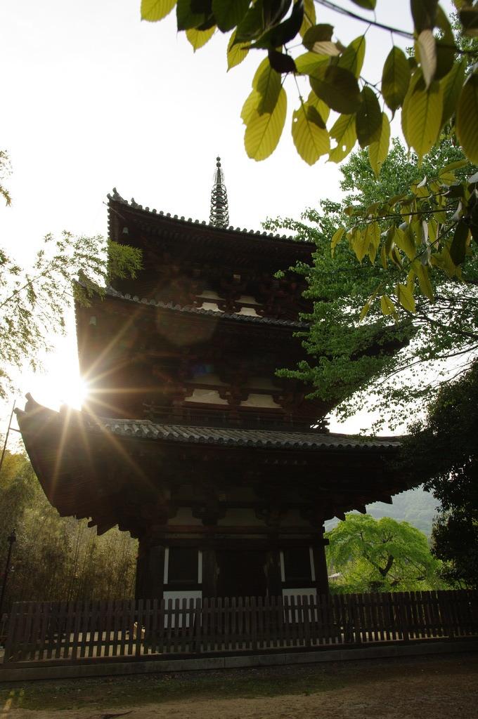 日暮れの塔