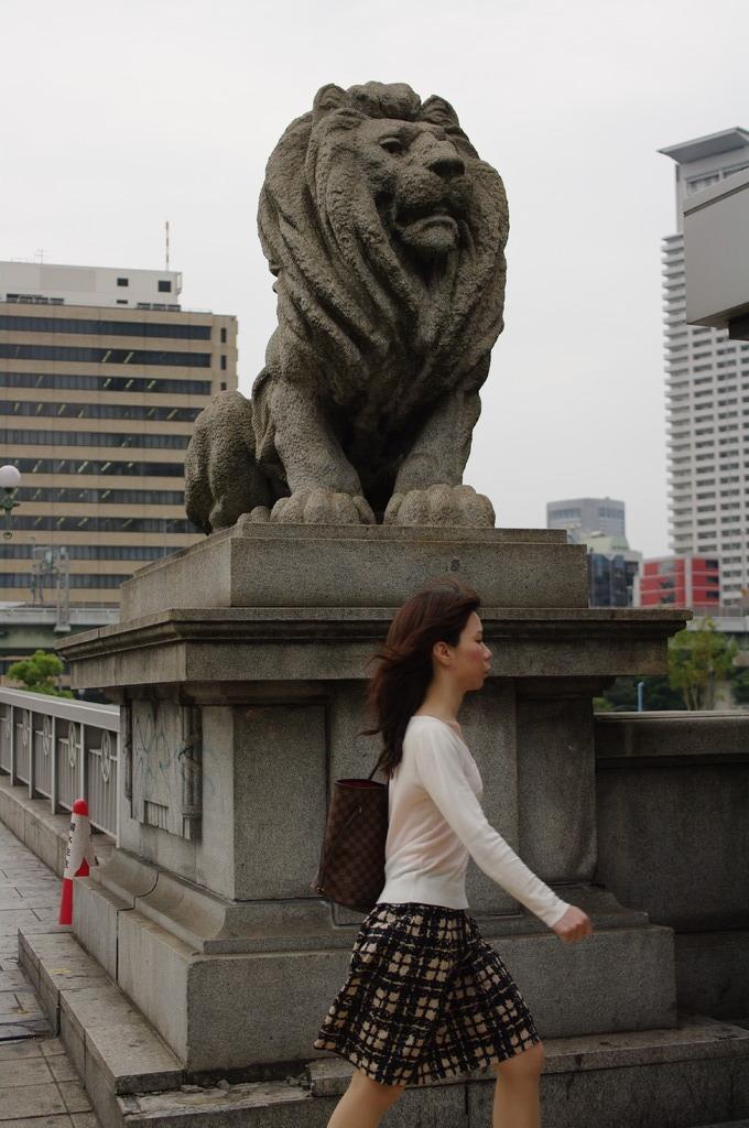 ライオン橋