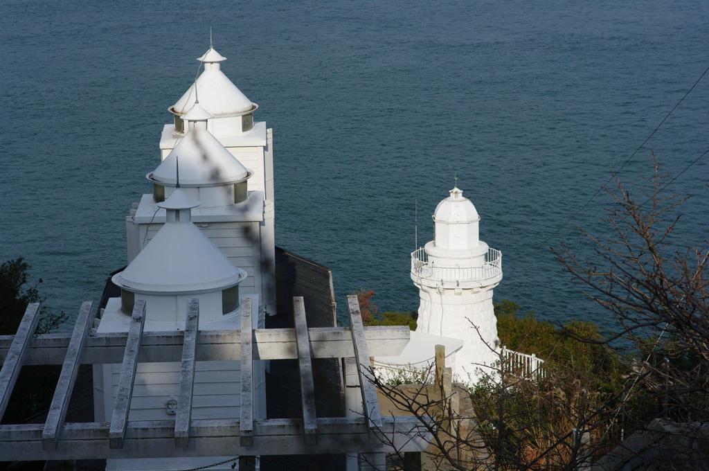 岬の白い灯台