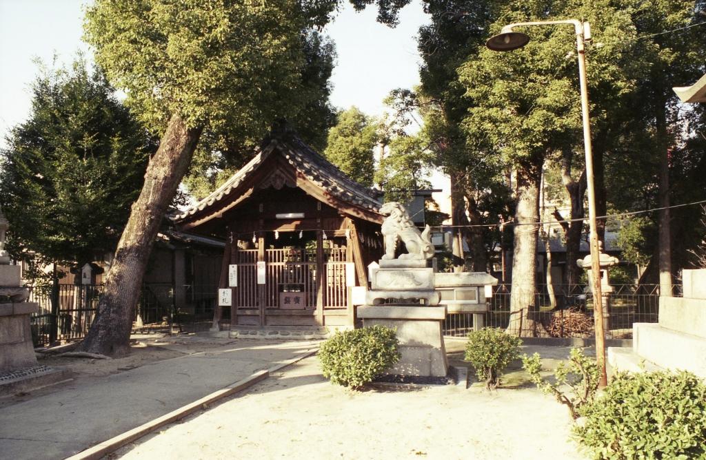 名駅近くの小さな神社