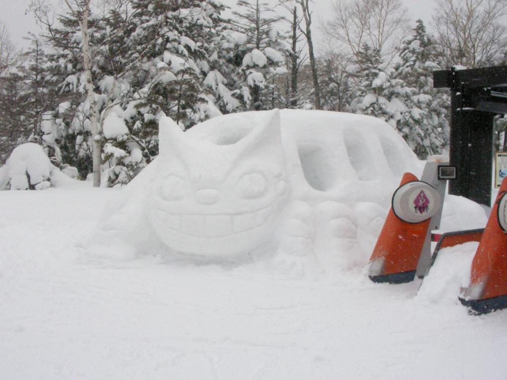 雪像の猫バス