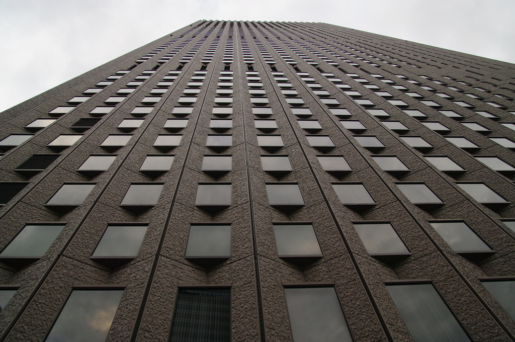 見上げるビル2