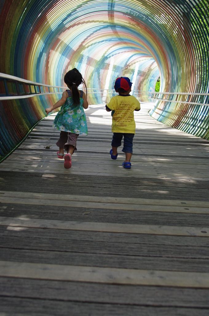 虹のトンネルの向こう・・・