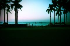 夜明けのビーチ