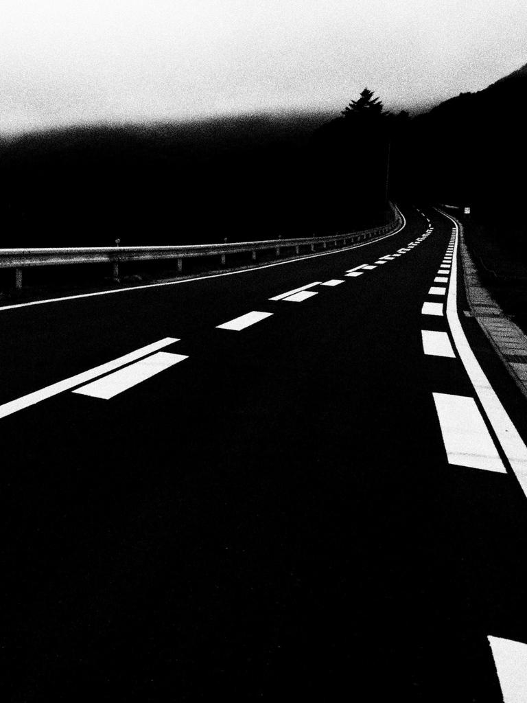 峠へと続く道