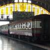 出発を待つ汽車