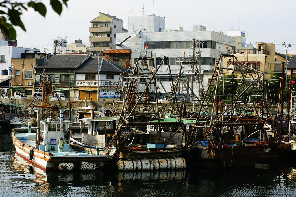 休日の漁港