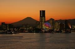 MM21夜景と夕映えの富士山