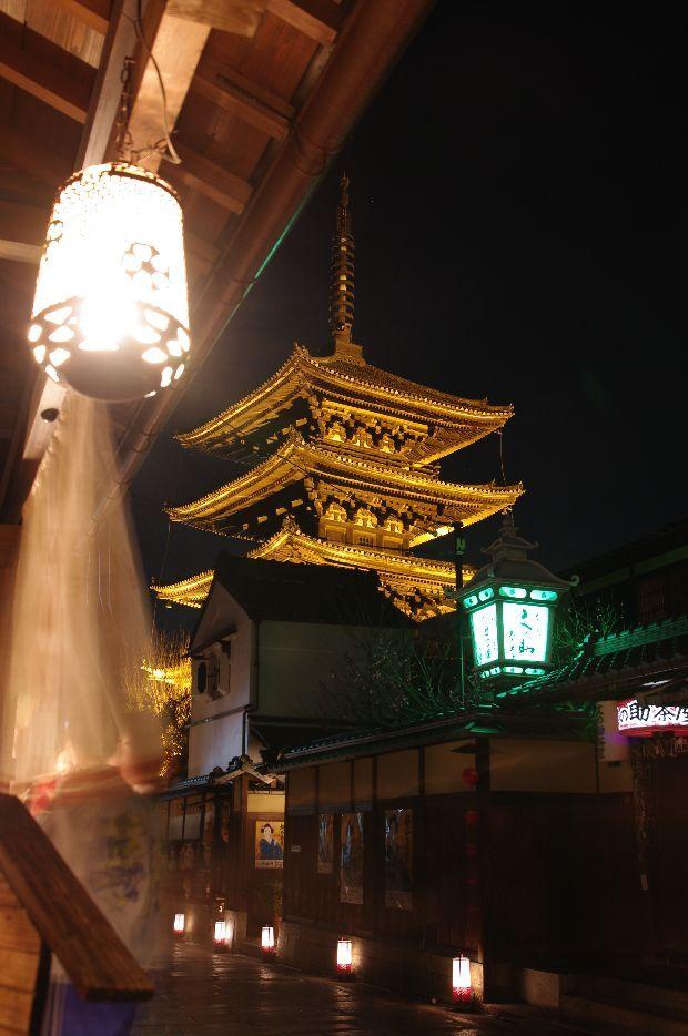 金色の八坂の塔