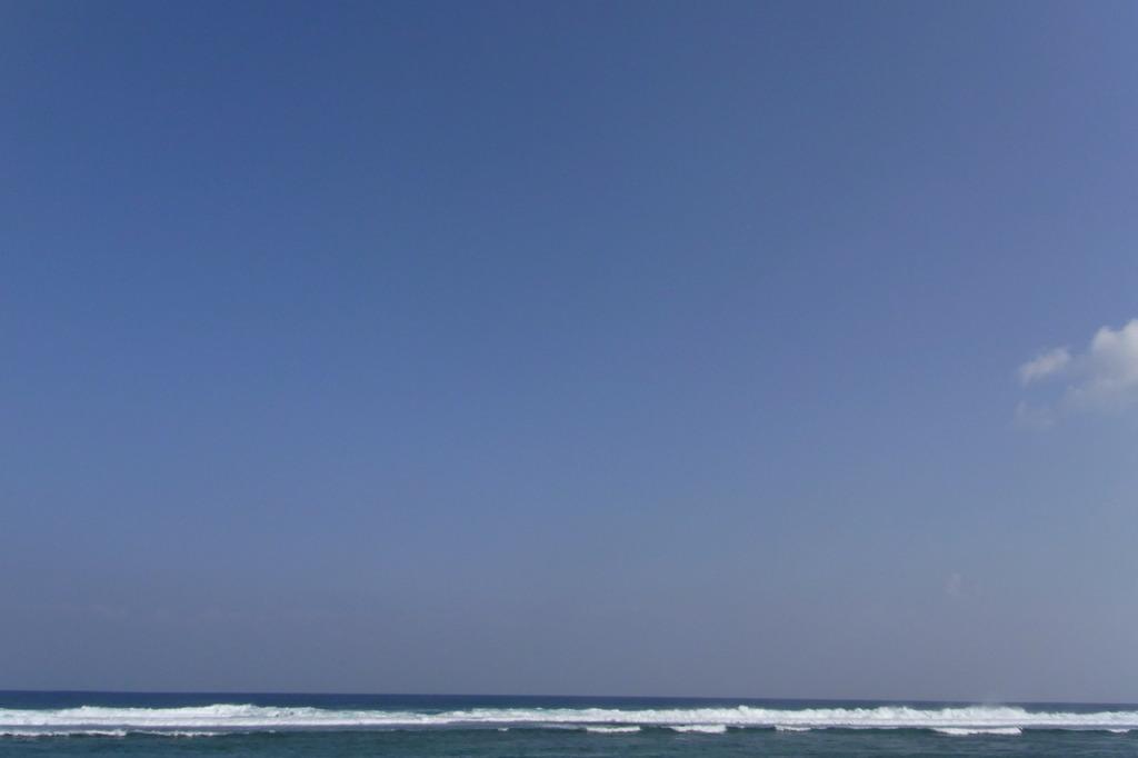 海と波と雲