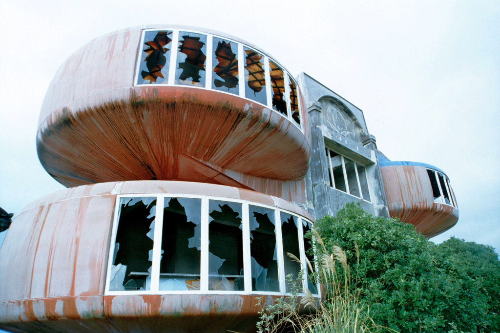 UFO屋敷アップ