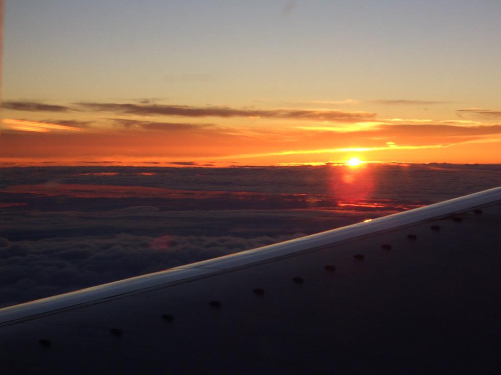 雲に沈む日