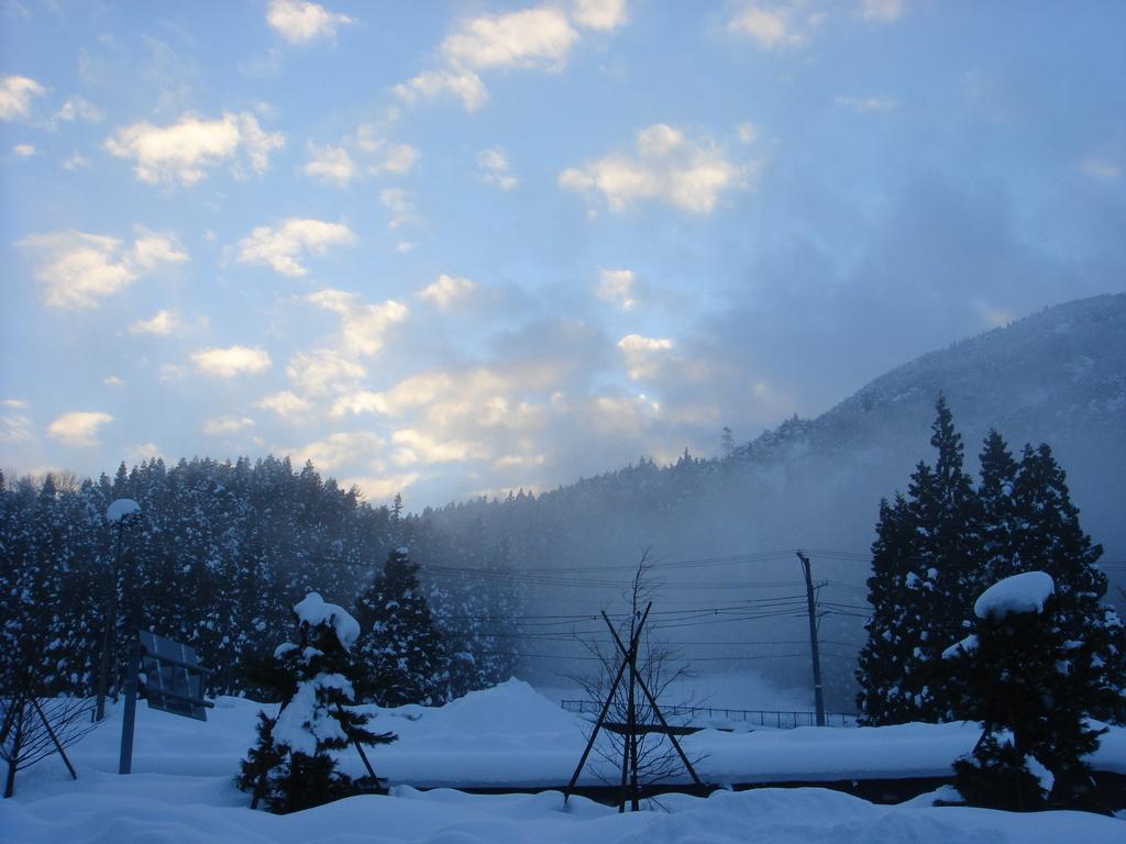 雲と雪のコントラスト