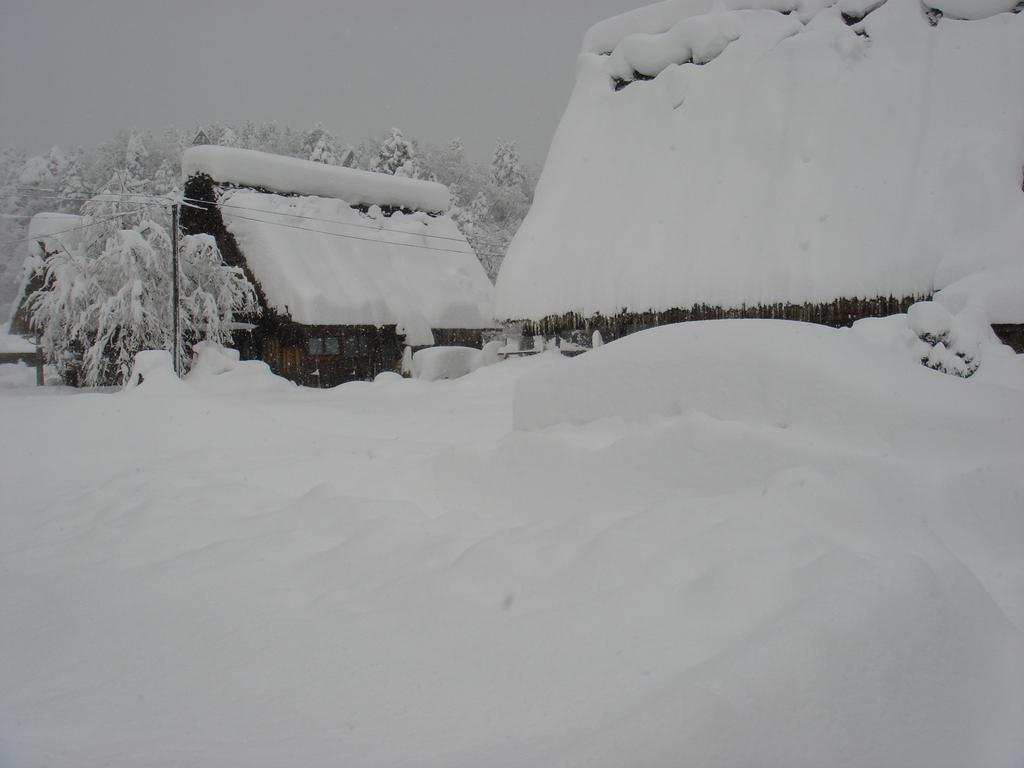 合掌村が雪の中