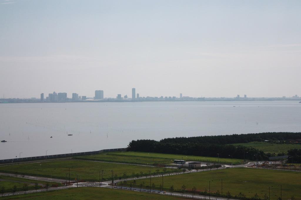 海の先の都市