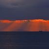 冬の播磨灘に沈む夕日14(薄明光線)