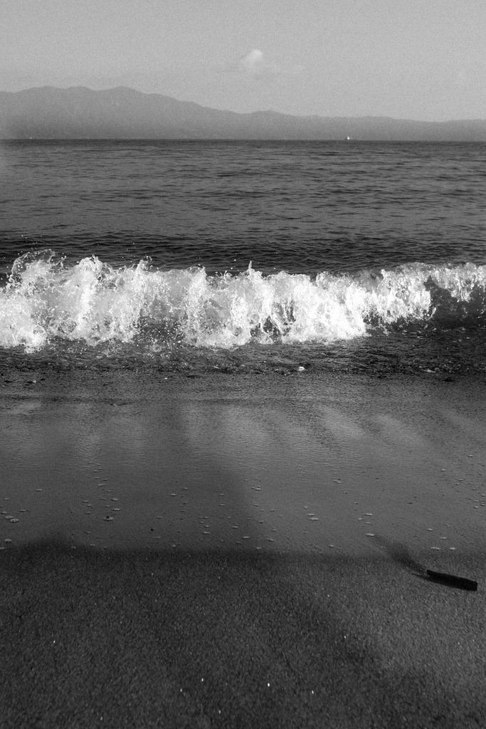 波、せまる