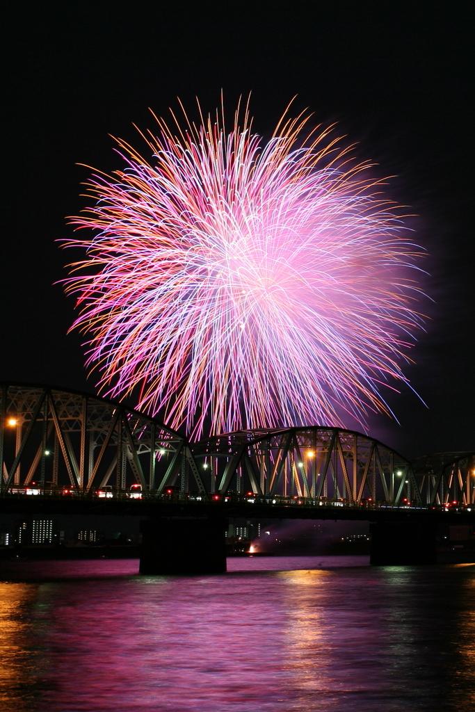 吉野川と花火2
