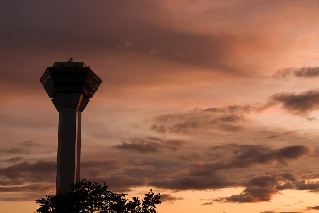 茜色の五稜郭タワー