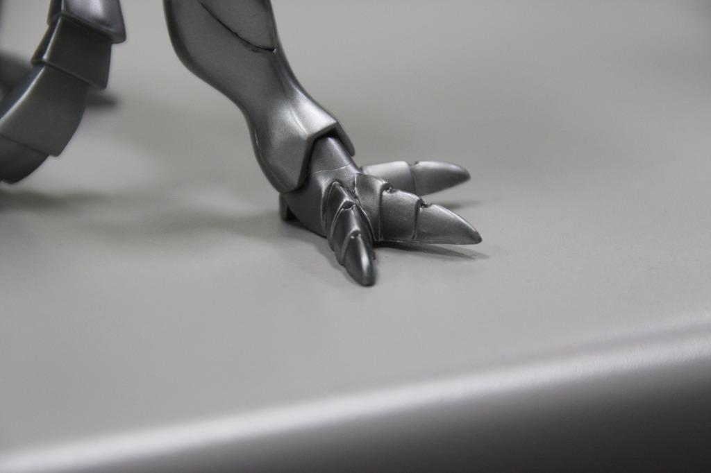 この足は…
