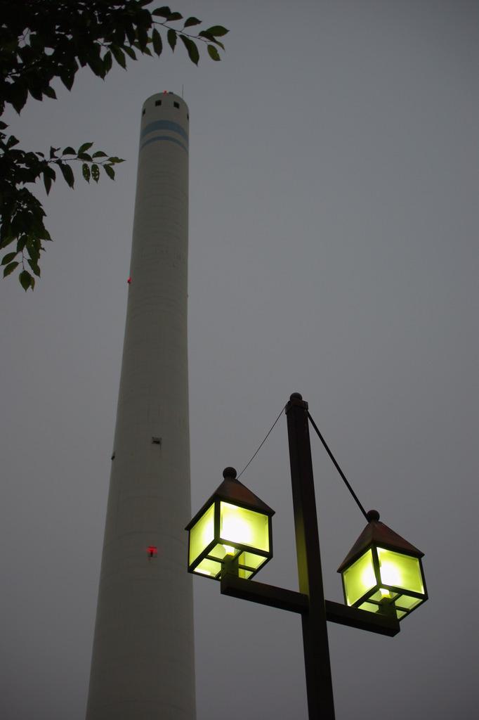 煙突と街灯