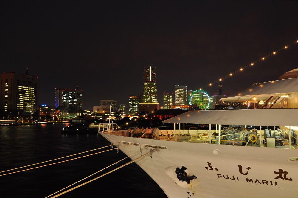 夜の大桟橋から