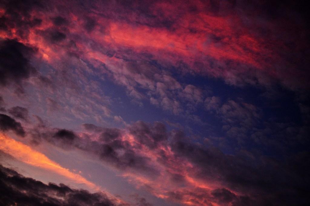 いっろいろいろ雲