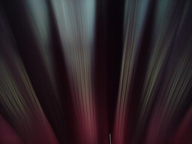 明かり架かるカーテン