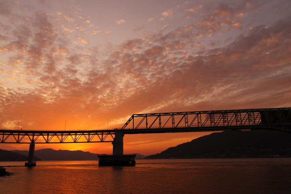 大島大橋と夕日