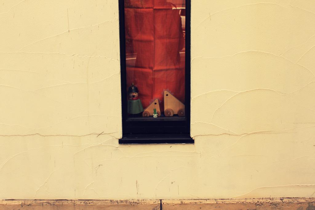 雑貨屋の窓