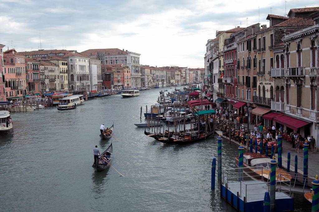 ヴェネツィアの水路