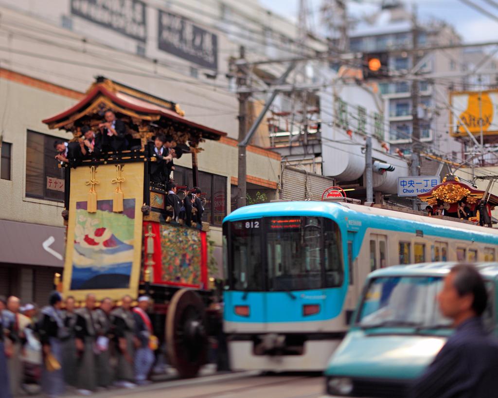 山鉾と電車2