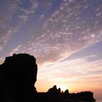 RICOH CX1で撮影した(岩と雲と空と海と夕日)の写真(画像)