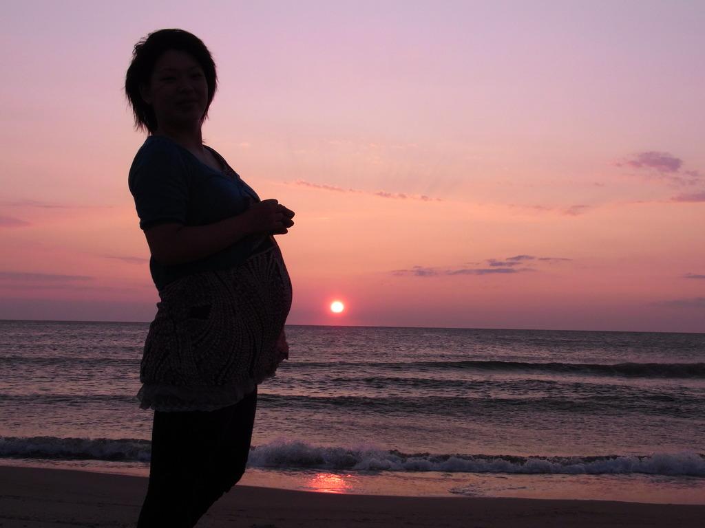 夕日と妊婦