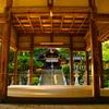 対称の拝殿