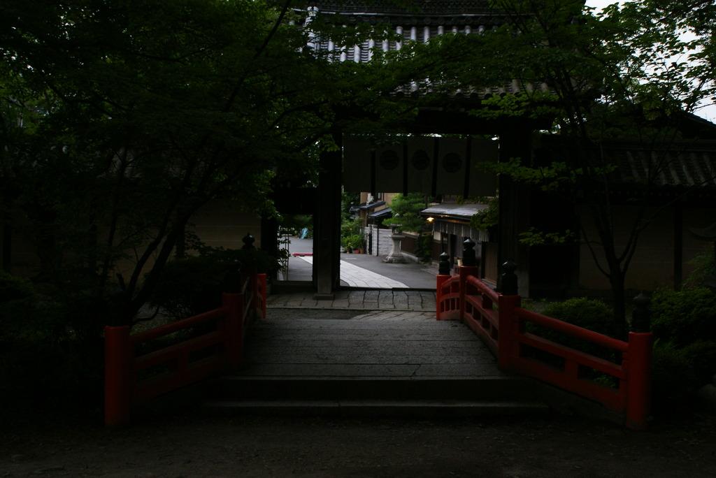 下界への道