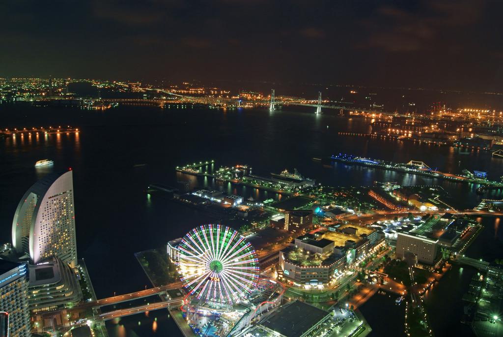 ランドマークタワーからの夜景2