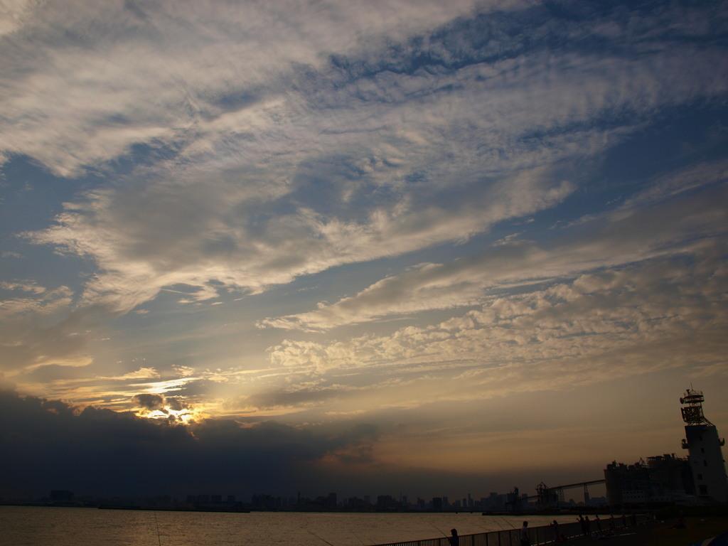 東京湾に広がる雲