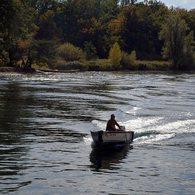 OLYMPUS E-520で撮影した風景(舟遊びをする人)の写真(画像)