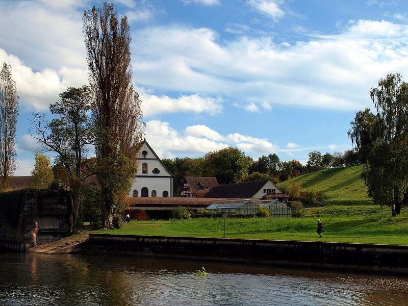 河畔の教会