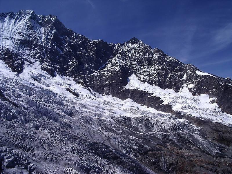 フェー氷河とミシャベル山群