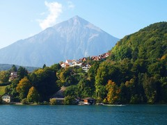 秀麗なニーセン山(トゥーン湖)